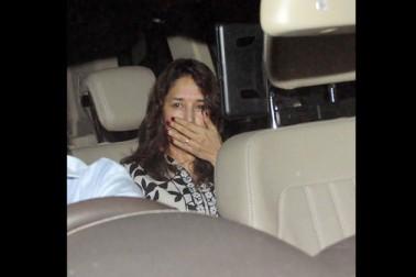 بالی ووڈ اداکارہ مادھوری دکشت اپنی پیاری  مسکراہٹ اور خوبصورتی کی وجہ سے جانی جاتی ہیں، لیکن مادھوری کی کچھ ایسی تصاویر سامنے آئی ہیں، جسے دیکھ کر آپ ان کو پہچان نہیں پائیں گے۔ (تصاویر : یوگین شاہ)۔