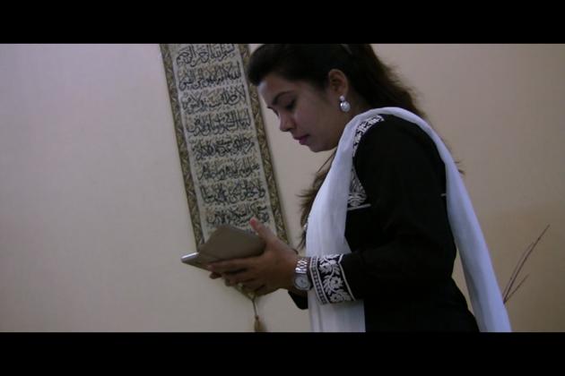 مسلم لڑکی نیلوفر نے چھ زبانوں میں تیار کیا موبائل ایپ، جانیں کیا ہیں اس کی اہم خصوصیات