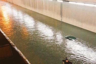 خبروں کے مطابق طوفانی بارش کے نتیجہ میں شہروں میں سیلاب کی کیفیت ہے۔