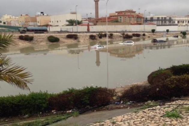 گلیوں اور محلوں میں جمع پانی کی نکاسی کے لیے بھی اقدامات کیے جارہے ہیں۔