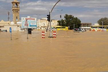 اب بھی بعض علاقوں میں بارش کے باعث شہری پھنسے ہوئے ہیں۔