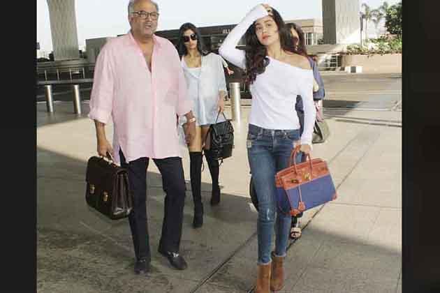سری دیوی نے سال 2012 میں گوری شندے کی فلم 'انگلش ونگلش سے بالی ووڈ میں واپسی کی تھی ۔