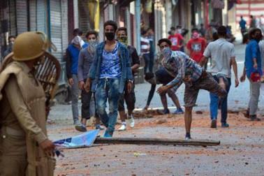 کشمیر: پتھر بازی کی آڑ میں گرینیڈ سے حملہکر رہے ہیں دہشت گرد ، سکیورٹی ایجنسیاں پریشان