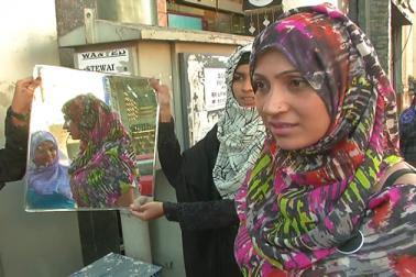 ورلڈ حجاب ڈے پر انوکھی مہم ، شاپنگ کیلئے آنے والی کئی لڑکیوں کو تحفہ میں دیا گیا حجاب