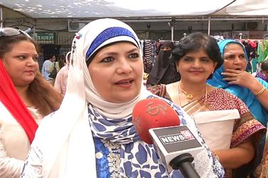 ممبئی میں مسلم خواتین کو خود کفیل بنانے کے لیے بزم نسواں مہاراشٹر نامی تنظیم نے میلے کا انعقاد کیا۔ میلے میں خواتین نے بڑی تعداد میں حصہ لیتے ہوئے خود کی بنائی ہوئی اشیا کو فروخت کیا۔ دیکھیں تصویریں۔