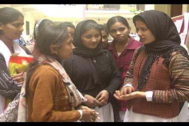 اس سال میرٹھ یونیورسٹی کی تقسیم اسناد تقریب کے دوران 36 میں سے 25 گولڈ میڈل طالبات نے حاصل کیے ہیں . مختلف شعبہ سے اعلیٰ تعلیم حاصل کر رہی ان طالبات میں بڑی تعداد مسلم لڑکیوں کی بھی ہے جو اپنے مذہبی تقاضوں  کو برقرار رکھتے ہوئے تعلیم و ترقی کی راہ پر گامزن ہیں ۔