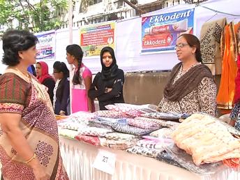 بزم نسواں میلے میں 45 سے زیادہ اسٹالوں پرخواتین نے خود کی تیار کردہ چیزوں کو فروخت کیا۔