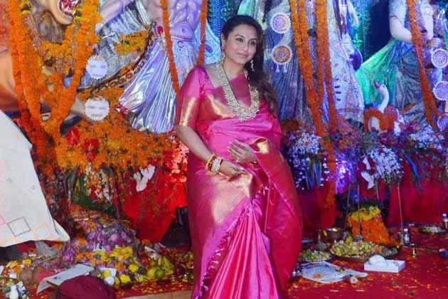 رانی مکھرجی نے 2014 میں فلم ساز آدتیہ چوپڑا کے ساتھ شادی کی اور سال 2015 میں انہیں ایک بیٹی ہوئی جس کا نام آدرا ہے۔ کافی وقت سے فلمی دنیا سے دور رہنے والی رانی جلد ہی سدھارتھ ملہوترا کی فلم 'ہچکی' سے ایک بار پھر بالی ووڈ میں واپسی کرنے والی ہیں۔