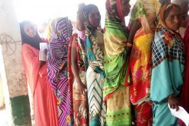 غازی پور میں خواتین کی خاصی تعداد پولنگ بوتھوں پر نظر آ رہی ہے۔
