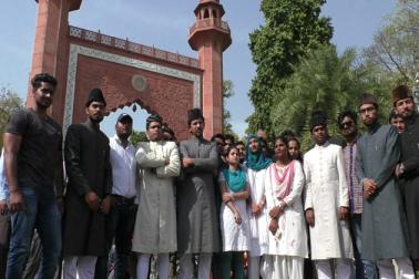 علی گڑھ مسلم یونیورسٹی کے طلبہ کا مذہبی تفریق کے خلاف قومی یکجہتی کیلئے پیس مارچ