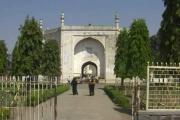 اورنگ آباد :بی بی کے مقبرے میں واقع