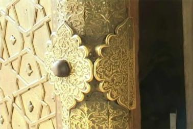 اس موقع پر تاج محل کی مساجد میں نماز کی اجازت کا بھی حوالہ دیا گیا ۔