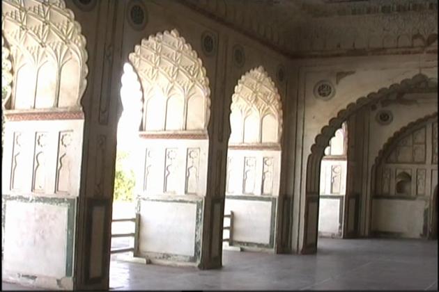 سن  1965 تک ان مساجد میں باضابطہ پنچ وقتہ نماز ادا کی جاتی تھی ۔