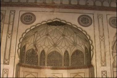 لیکن بی بی کا مقبرہ محکمہ آثار قدیمہ کی تحویل میں جانے کے بعد ان مساجد میں نماز کی ادائیگی پر روک لگا دی گئی۔