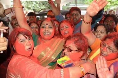 پٹنہ میں جشن مناتے پارٹی کارکنان