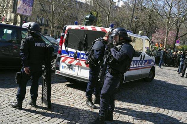 پھر دہل اٹھا فرانس ، آئی ایم ایف کے دفتر میں لیٹر بم دھماکہ ، اسکول میں فائرنگ ، متعدد زخمی