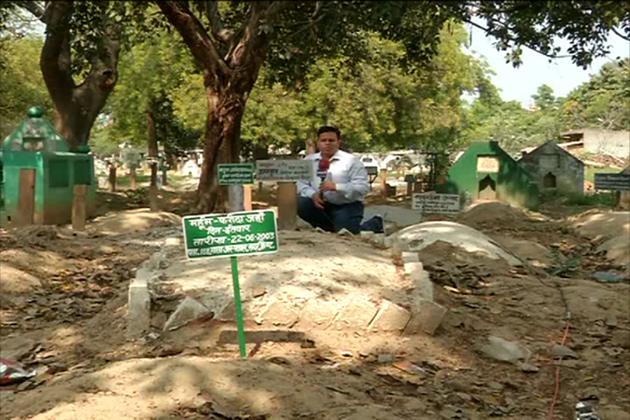 اردو تہذیب کے نقوش بھی بچنے کے آثار کم ہی نظر آرہے ہیں ۔اردو اب قبرستان میں بھی محفوظ نہیں ،  قبروں پر لگے کتبے بھی ہندی میں لکھے جانے لگے ہیں ۔