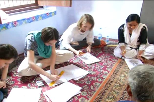 لکھنؤ میں غیرملکی طلبہ وطالبات کو خطاطی سکھانے کی کوشش