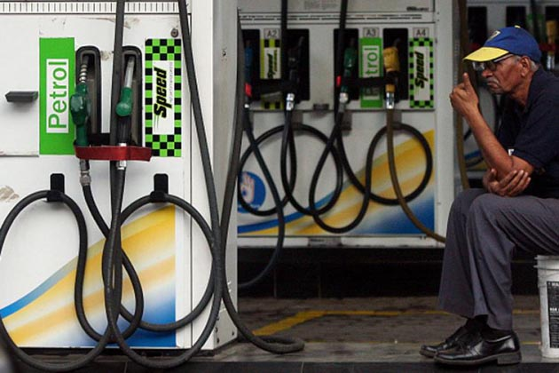 پٹرول کی قیمت میں 1.39 روپے اور ڈیزل کی قیمت میں 1.04 روپے کا اضافہ