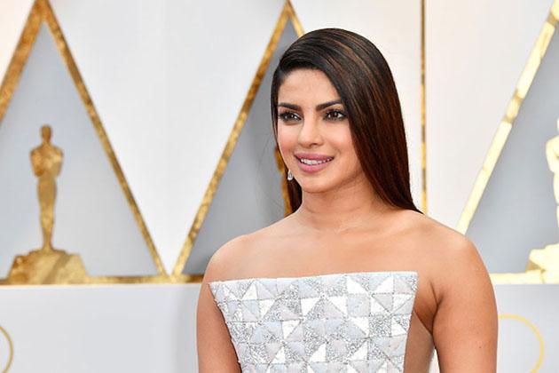 پرینکا چوپڑا : سال 2000 میں مس ورلڈ رہ چکی اداکارہ پرینکا چوپڑا نہ صرف بالی ووڈ کی ایک کامیاب اداکارہ ہیں ، بلکہ اب وہ ہالی وڈ میں بھی مقبول ہو چکی ہیں۔ امریکہ کے ٹی وی شو كوانٹكو میں ان کے رول کو پوری دنیا نے پسند کیا اور اب ان کی پہلی ہالی ووڈ فلم بےواچ بھی جلد ہی ریلیز ہونے والی ہے۔