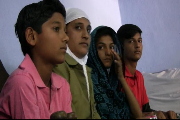 شبانہ کے تین بچے ہیں اور تینوں ہی تعلیم حاصل کررہے ہیں ۔ شبانہ کے شوہر عبدالجیل ذیابطیس کے مریض ہیں ۔ بیماری میں مبتلا ہونے کے باوجود وہ مزدوری کرتے ہیں ، مگر ان کی آمدنی افراد خاندان اور بچوں کی پڑھائی کے لئے ناکافی ہے ۔