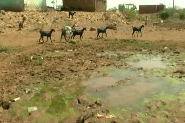 مقررہ وقت پر بارش نہ ہونے کی وجہ سے آج کرناٹک کے عوام کو بوند بوند پانی کے لیے ترسنا پڑتا ہے ۔ـ گرمی کے موسم میں لوگوں کی پریشانی مزید بڑھ جائے گی ، ـ اسلئے اس سے قبل ہی عوامی نمائندوں اورمتعلقہ افسروں کو پینے کے پانی کی سہولت فراہم کرنے لئے مناسب اقدامات کرنے کی اشد ضرورت ہے ۔