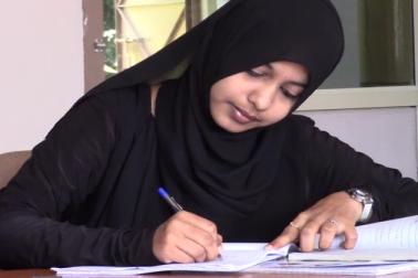 لیکن شریفہ شیخ نے دسویں کے بعد پی یو سی اور ڈگری سمیت ماسٹر ڈگری کے لیے ہاسٹل میں رہ کر پڑھائی کی ہے۔