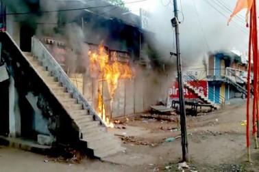 بھدرک میں فرقہ وارانہ تنازع ، درجنوں دکانیں نذرآتش۔