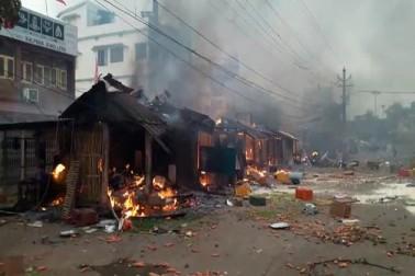پولیس کی تقریبا 15 ٹیمیں یہاں تعینات کردی گئی ہیں ۔ (سبھی تصاویر اوڈیشہ ٹی وی کے ٹوئیٹر ہینڈل سے لی گئی ہیں)۔
