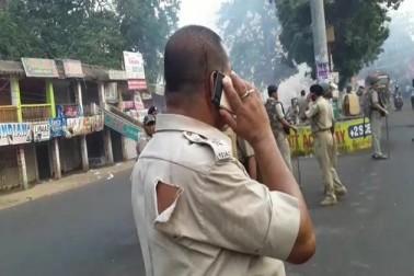 موقع پر پہنچی پولیس کے ساتھ دھکا مکی بھی کی گئی۔