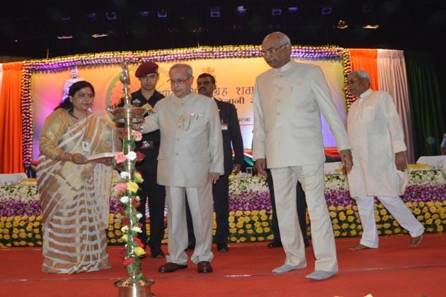 صدر مکھرجی آج یہاں مہاتما گاندھی کی چمپارن ستیہ گرہ کی صدسالہ تقریب کے موقع پر مجاہدین آزادی کو اعزاز دینے کے لئے ایک پروگرام سے خطاب کررہے تھے۔