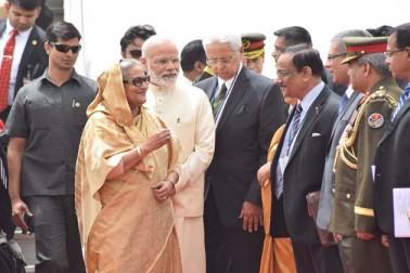 وزارت خارجہ کے ترجمان گوپال باگلے نے ایک ٹویٹ ميں بتایاکہ  ایک قریبی دوست کا پرجوش خیرمقدم! خصوصی دوستی کے اشارے کے تحت وزیر اعظم  مودی نے ایئر پورٹ پر بنگلہ دیش کی وزیر اعظم شیخ حسینہ کا استقبال کیا۔