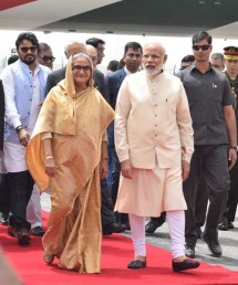 اس سلسلےمیں وزیر اعظم کے دفتر نے بھی ٹویٹر پر اطلاع دیتے ہو ئے بتایا کہ وزیر اعظم مودی نے بنگلہ دیش کی وزیر اعظم شیخ حسینہ کو ایئر پورٹ پر استقبال کیا ۔