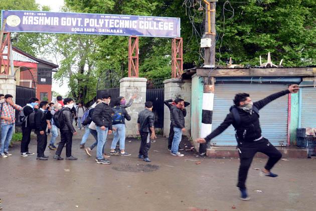شمالی کشمیر کے دیگر قصبوں اور تحصیل ہیڈکوارٹروں سے بھی مکمل ہڑتال کی اطلاعات موصول ہوئیں۔ اطلاعات کے مطابق وسطی ضلع بڈگام میں بھی کپواڑہ کے شہری کی ہلاکت کے خلاف مکمل ہڑتال رہی۔