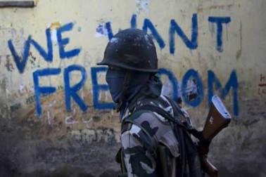 شمالی کشمیر سے موصولہ ایک رپورٹ کے مطابق ضلع کپواڑہ میں امن وامان کی صورتحال کو بنائے رکھنے کے لئے سیکورٹی فورسز کے سینکڑوں اہلکار تعینات رکھے گئے ہیں۔