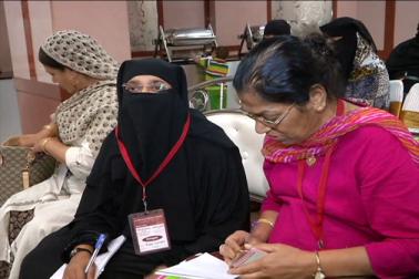وومین ونگ کی خواتین نے تین طلاق سے متعلق اٹھائے جارہے سوالات خارج کرتے ہوئے کہا کہ اسلام اور شریعت پر تین طلاق کے بہانے سوالیہ نشان لگانا غلط ہے ۔ بہتر یہ ہے کہ اسے بہتر طریقے سے سمجھا جائے اورجہالت کو کم کیا جائے۔