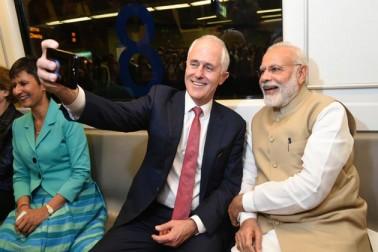 ہندوستان کے دورے پر آئے آسٹریلیا کے وزیر اعظم میلکم ٹرن بل اور وزیر اعظم نریندر مودی آج دہلی میٹرو میں بیٹھ کر راجدھانی کے مشہور اکشر دھام مندر گئے۔ مسٹر مودی نے بعد میں ٹوئٹ کرکے کہا کہ مسٹر ٹرن بل کے ساتھ مشہور اکشر دھام مندر دیکھا۔