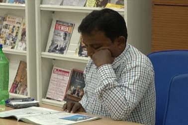 بنگال میں لوگ پڑھنے کے شوقین ہوتے ہیں ، یہاں تہواروں کے موقع پربھی کتابوں کی خریداری زوروں پرہوتی ہے، جبکہ کولکاتہ و دیگراضلاع میں مقامی لوگ لائبریریوں میں جاکر کتابوں کے درمیان وقت گزارتے ہیں۔