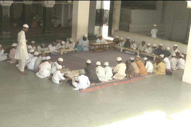 کیمپ میں شامل ایک طالب علم عبدالرحیم شہر کے ایک بڑے انگریزی اسکول میں زیر تعلیم ہے، جہاں اسلامی تعلیم کا کوئی نظام نہیں ہے ، مگر لڑکے کے والدین اس میں اسلامی شعار بھی دیکھنا چاہتے ہیں۔