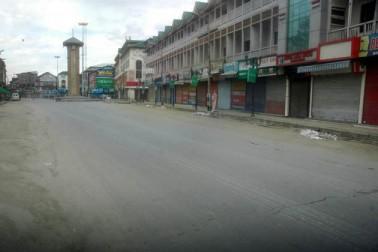 دریں اثنا پردیش کانگریس کمیٹی کے صدر غلام احمد میر نے وسطی کشمیر کے دو اضلاع بڈگام اور گاندربل میں پولنگ کے دوران سیکورٹی فورسز کی کاروائی میں ہونے والی 8 شہری ہلاکتوں سے پیدا شدہ صورتحال کے پیش نظر جنوبی کشمیر میں پیر کو اپنی دو انتخابی ریلیاں منسوخ کردیں۔