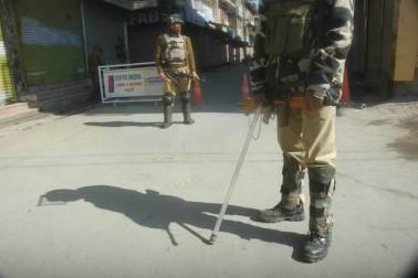 سرکاری ذرائع نے بتایا کہ موجودہ صورتحال کے پیش نظر انٹرنیٹ خدمات کو 12 اپریل تک بند رکھنے کا فیصلہ لیا گیا ہے۔ وادی میں شمالی کشمیر کے بارہمولہ اور خطہ کے بانہال کے درمیان چلنے والی ریل سروس بھی معطل کردی گئی ہے۔