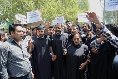 وادی کے متعدد دیگر علاقوں بشمول جنوبی کشمیر کے بج بہاڑہ سے بھی احتجاجی مظاہرین اور سیکورٹی فورسز کے مابین جھڑپوں کی اطلاعات موصول ہوئیں۔