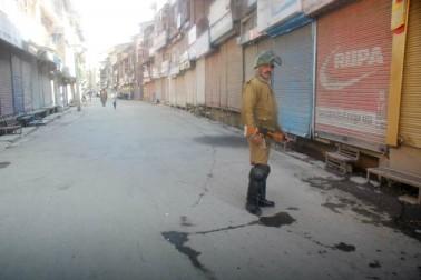 پولیس ذرائع نے بتایا کہ اگرچہ وادی کے کسی علاقہ میں کرفیو نافذ نہیں کیا گیا ہے، تاہم بڈگام اور گاندربل اضلاع میں امن وامان کی صورتحال کو برقرار رکھنے کے لئے دفعہ 144 کے تحت پابندیاں عائد کی گئی ہیں۔