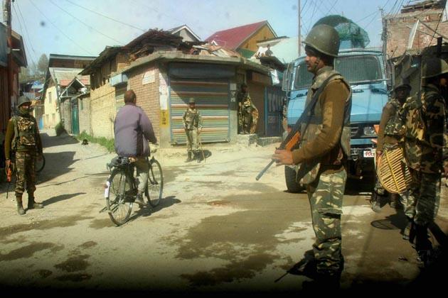 چند ایک پولنگ اسٹیشنوں میں سیاسی جماعتوں کے ایجنٹ بھی نظر نہیں آئے۔ انہوں نے بتایا کہ ان پولنگ اسٹیشنوں پر تعینات انتخابی عملہ رائے دہندگان کا انتظار کرتے کرتے تھکے ہوئے نظر آرہے تھے۔