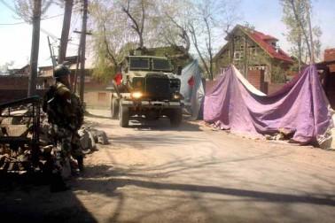 جھڑپوں کے دوران سیکورٹی فورسز کی کاروائی میں ضلع بڈگام میں 7 جبکہ ضلع گاندربل میں ایک نوجوان جاں بحق ہوا تھا۔