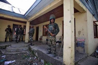 کشمیر انتظامیہ نے ضلع بڈگام میں ری پولنگ کے دوران کسی بھی طرح کے ناخوشگوار واقعات کو ٹالنے کے لئے سیکورٹی فورسز کی بھاری جمعیت تعینات کردی تھی جس کی وجہ سے پورا ضلع بڈگام ایک بڑی فوجی چھاونی کا منظر پیش کررہا تھا۔