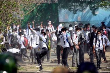 ان جھڑپوں میں بھی متعدد طلبہ کے زخمی ہونے کی اطلاعات ہیں۔ ڈگری کالج پلوامہ کے واقعہ کے خلاف امرسنگھ کالج سری نگر، وومنز کالج سری نگر، کشمیر یونیورسٹی، سینٹرل یونیورسٹی آف کشمیر، ڈگری کالج بڈگام، ڈگری کالج گاندربل و کنگن کے علاوہ پٹن ، اننت ناگ اور سمبل میں طلبہ کی جانب سے طلباء کی جانب سے احتجاجی مظاہرے منظم کئے گئے۔