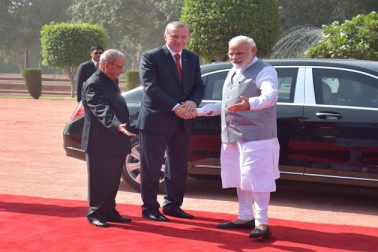 مودی نے کہا کہ وزیر اعظم کے طور پر سال 2008 میں مسٹر اردغان کا ہندوستان دورے کے  دوران دونوں ممالک کی باہمی تجارت 2.8 ارب ڈالر تھی جو 2016 تک بڑھ کر 6.4 ارب ڈالر تک  پہنچ گئی ہے۔اس میں تیزی سے اضافہ ہوا ہے لیکن یہ کافی نہیں ہے۔