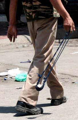 مسلح تصادم آرائی کے مقام پر احتجاجی مظاہرین اور سیکورٹی فورسز کے مابین ہونے والی جھڑپوں میں کم از کم ایک درجن احتجاجیوں کے شدید طور پر زخمی ہونے کی اطلاعات ہیں۔