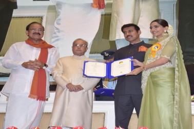 بالی ووڈ اداکارہ سونم کپور کو فلم نیرجا کیلئے اسپیشل مینشن ایوارڈ سے نوازا گیا۔